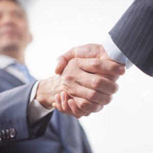 面談で握手